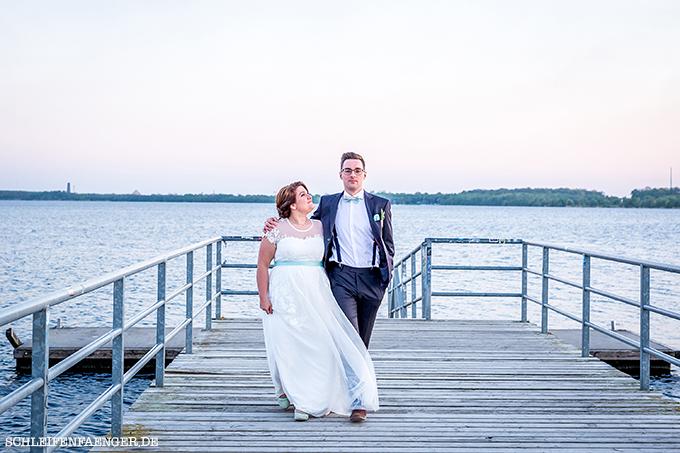 Franziska heiratet im Vintage-Spitzenkleid mit Tüll und Seidengürtel ...